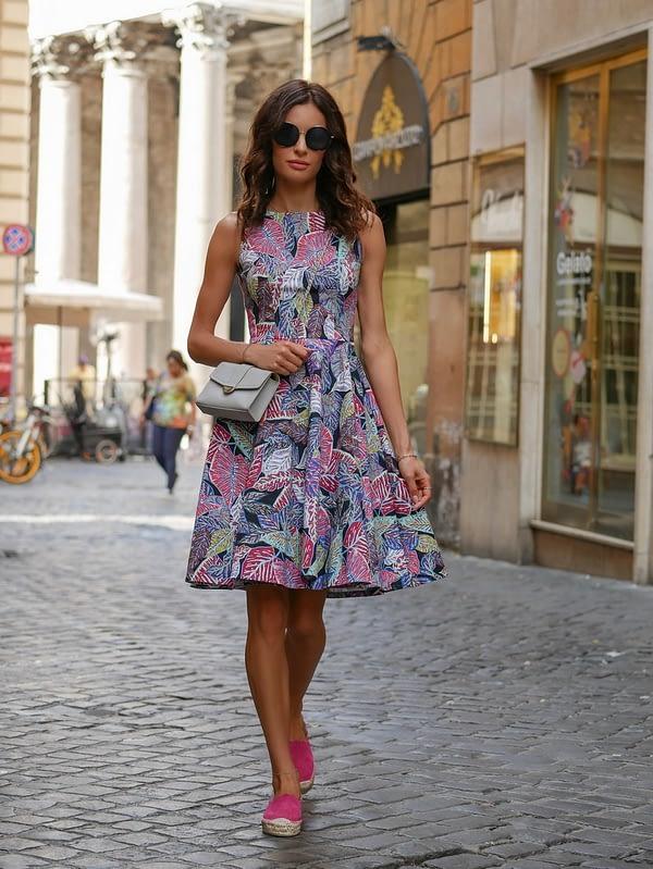 Princeska – Rozkloszowana kwiatowa sukienka