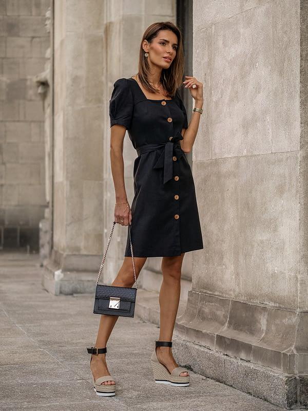Czarna sukienka z lnu z kwadratowym dekoltem