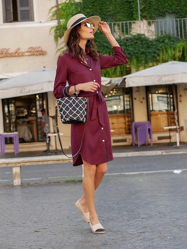 Elegancka bordowa klasyczna sukienka koszulowa z tencelu