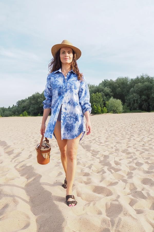 letnia stylizacja damska z koszulą lnianą