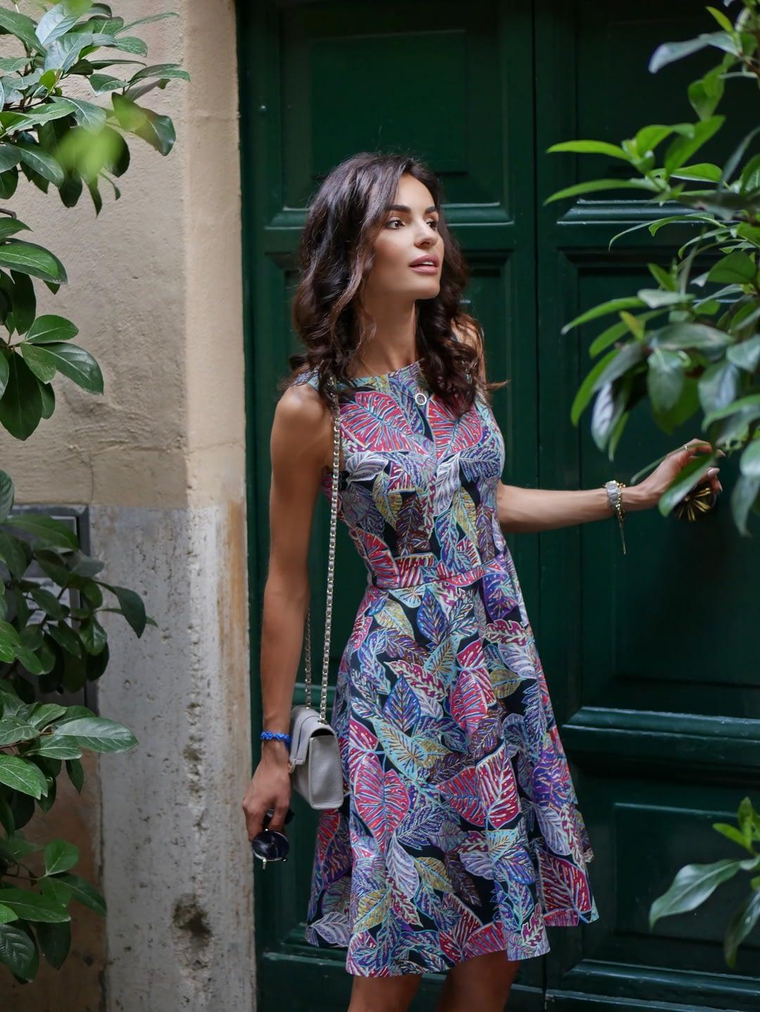 Sukienka w kwiaty - sukienki na każdą okazję