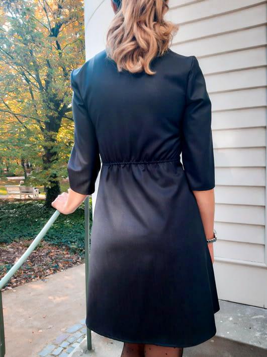 szara sukienka z wełny i jedwabiu