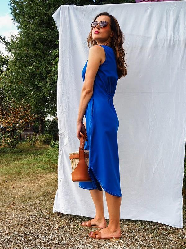 SANTORINI – niebieska sukienka koszulowa z tencelu zapinana na guziki