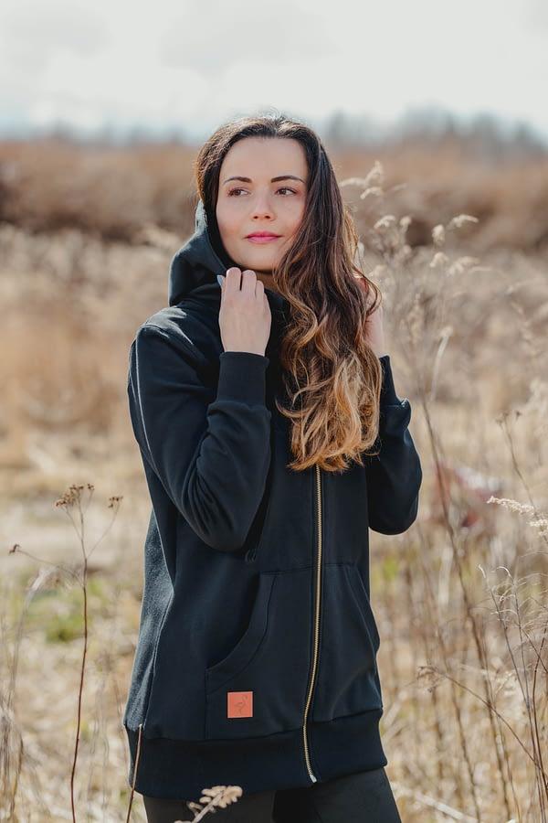 czarna bluza damska rozpinana z kapturem