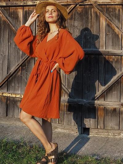 sukienka muślinowa ceglasta