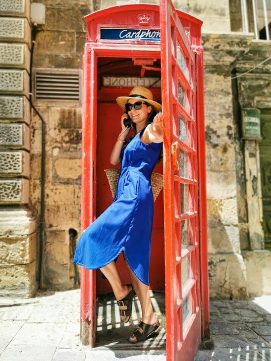 letnia stylizacja damska z sukienką z tencelu