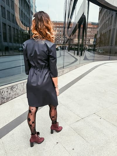 elegancka sukienka z wełny i jedwabiu mała czarna